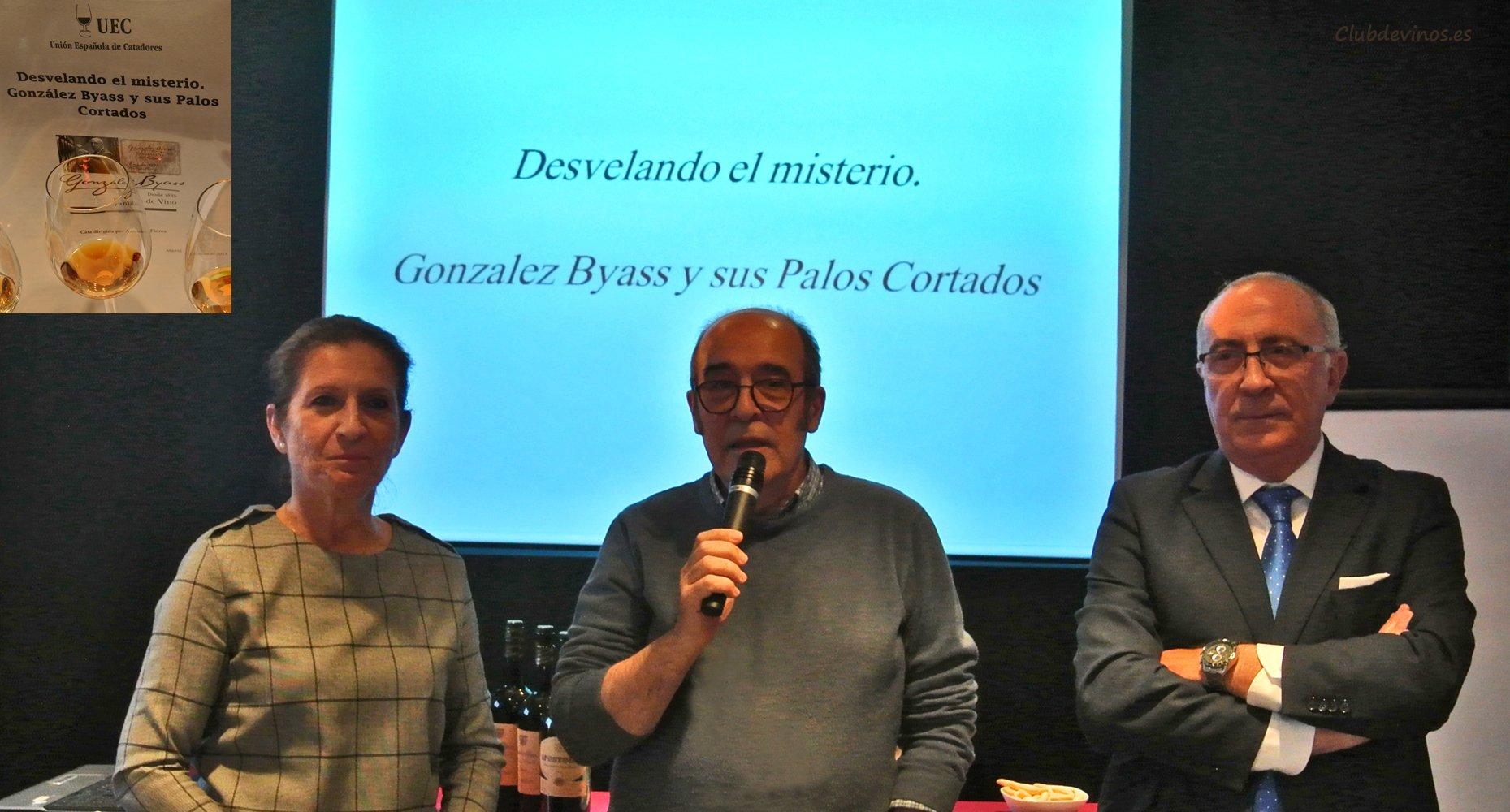 Marina García González y Antonio Flores durante la presentación por Fernando Gurucharri, presidente de la UEC-Unión Española de Catadores