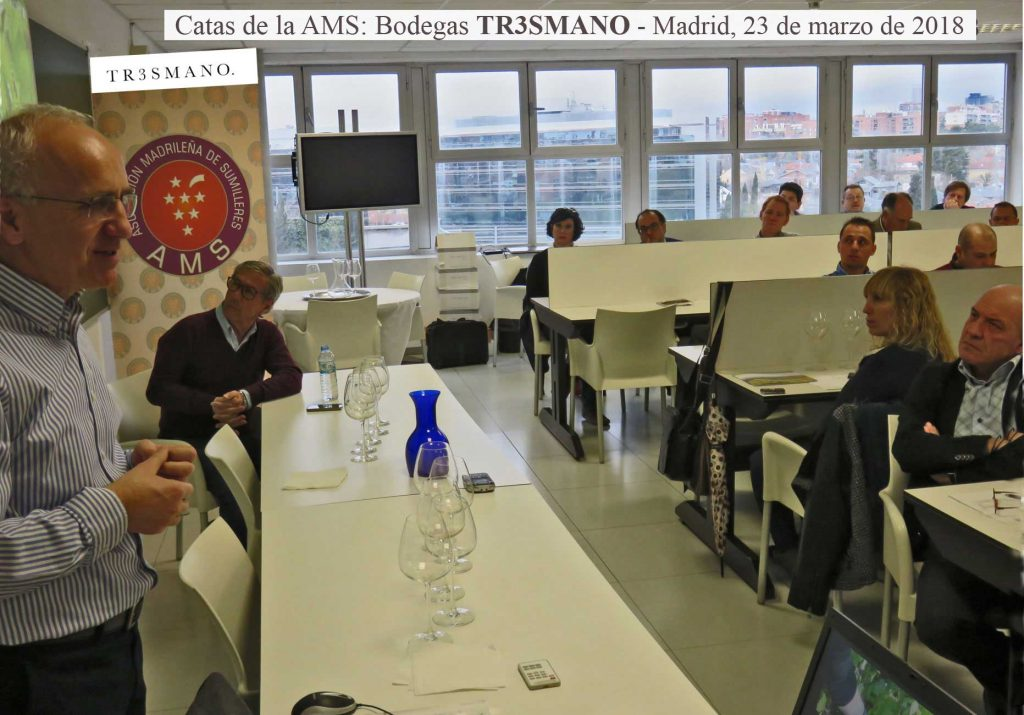 Pedro Aibar, creador y responsable de la Bodega TR3SMANO, dirige la cata de sus vinos en la AMS-Asociación Madrileña de Sumilleres